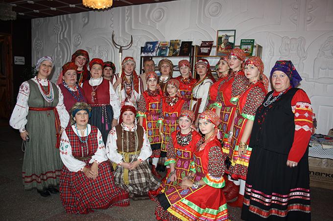 Тачок и народный фольклорный ансамбль _МЕРЕМА_ (республика Мордовия, г. Саранск).JPG